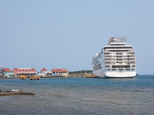 MSC Armonia Cruise Ship Collided with the Pier in Roatan!